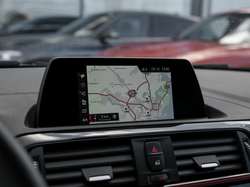 BMW 118d Sport Line  Navigation / Sitzheizung / LED